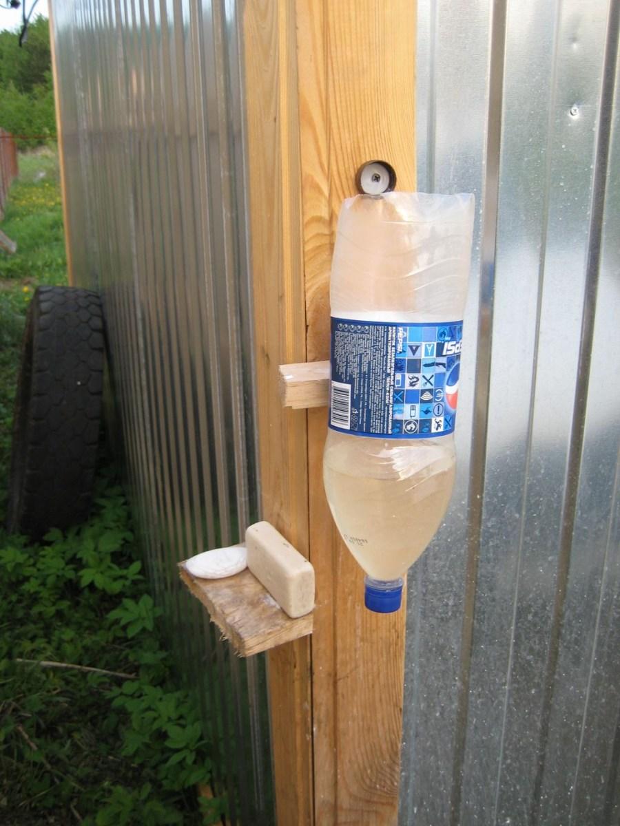 Рукомойник для дачи из пластиковой бутылки