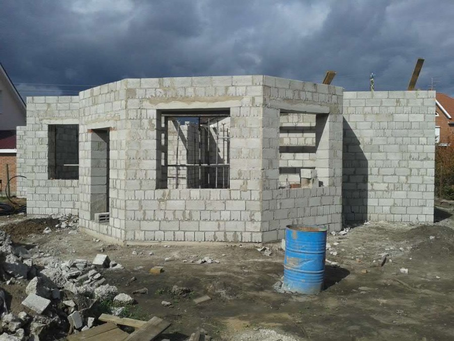 Как построит дом своими руками из керамзитобетонных блоков