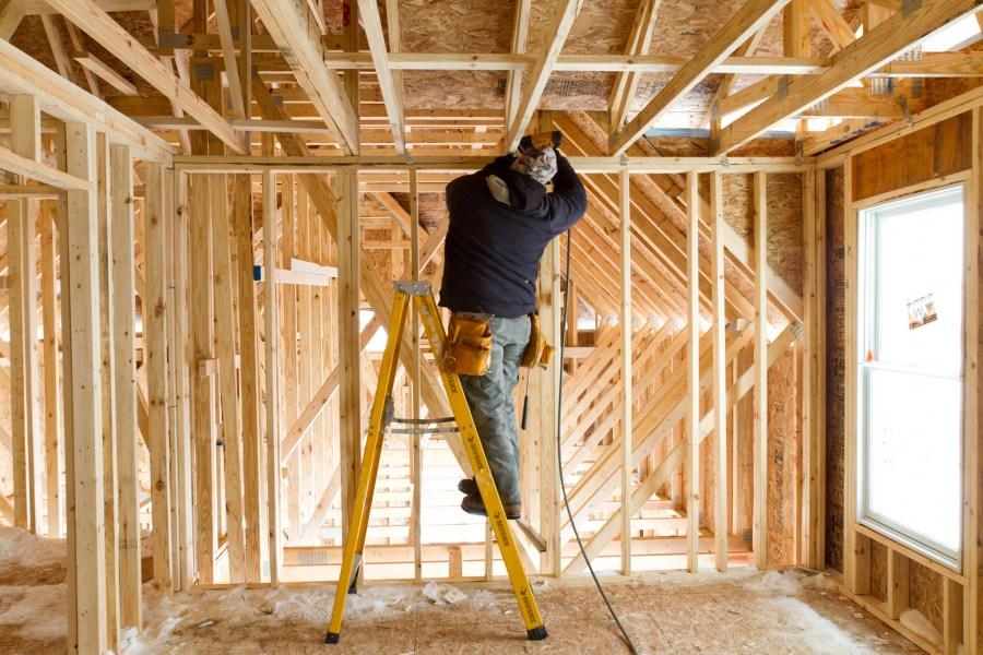 233Как построить дом из металлопрофиля своими руками