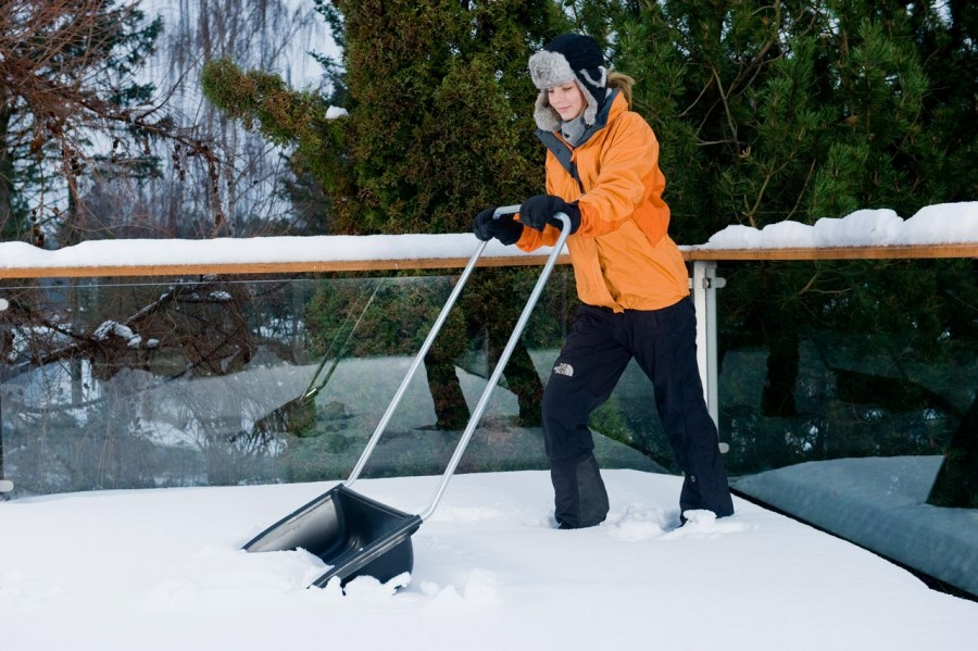 очистка снега скрепером
