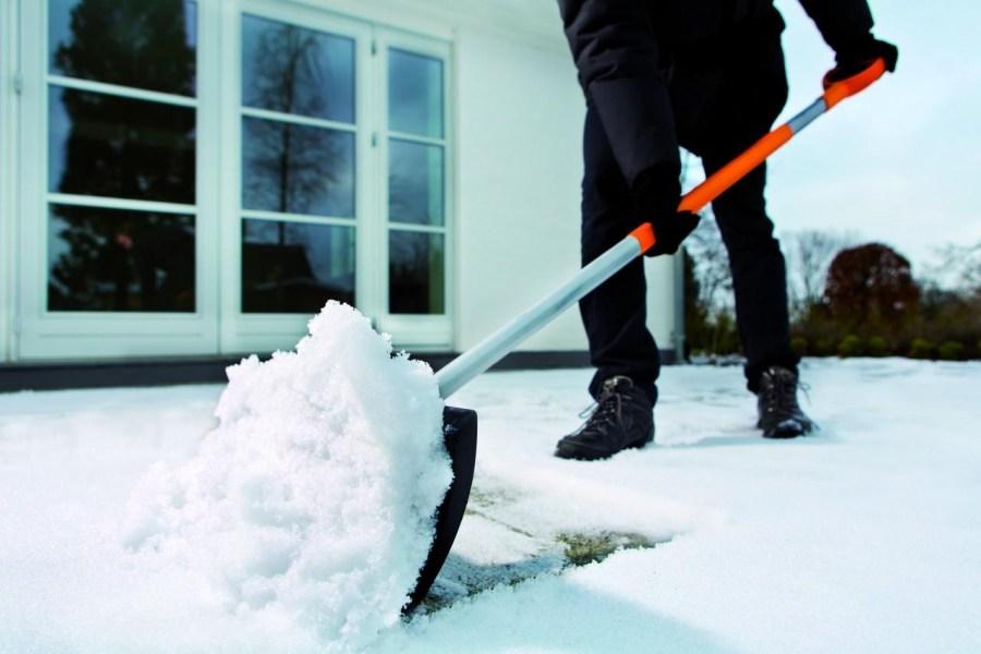 очистка участка от снега